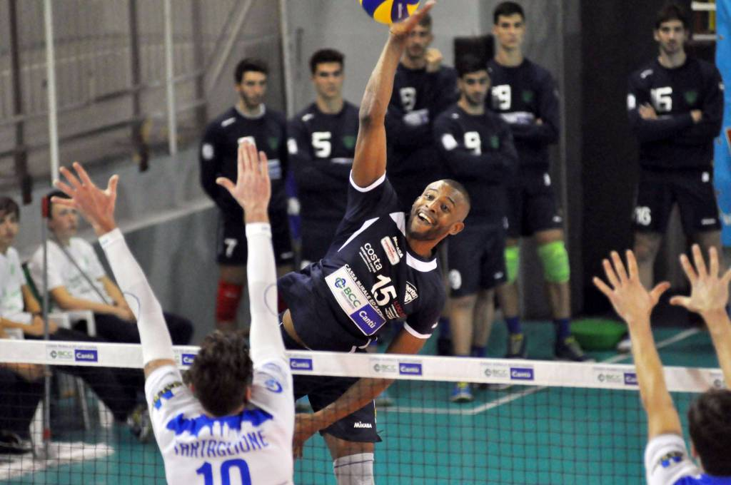 debutto pool libertas cantù volley maschile