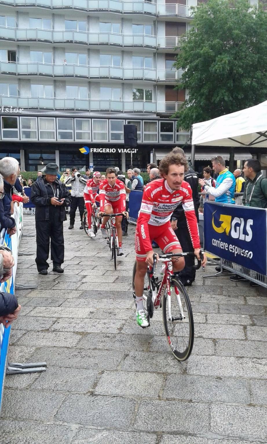 Entusiasmo dei tifosi a Como per il Giro di Lombardia
