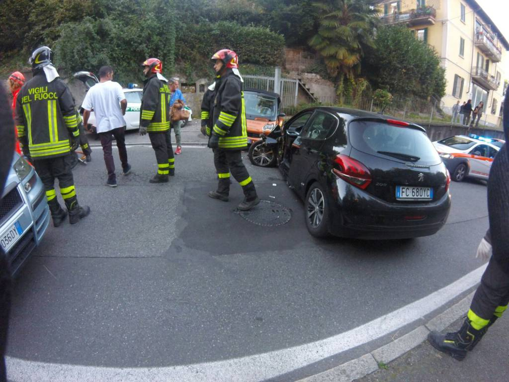 incidente frontale cadorago
