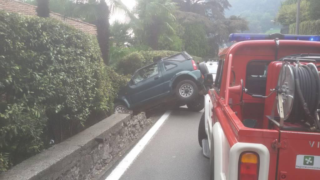 menaggio auto fuori strada