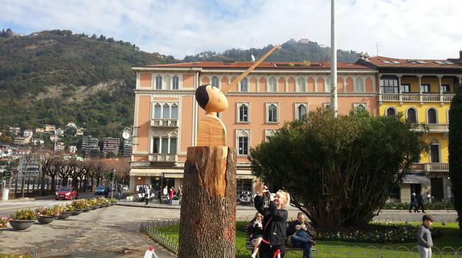pinocchio como sguardo verso centro città