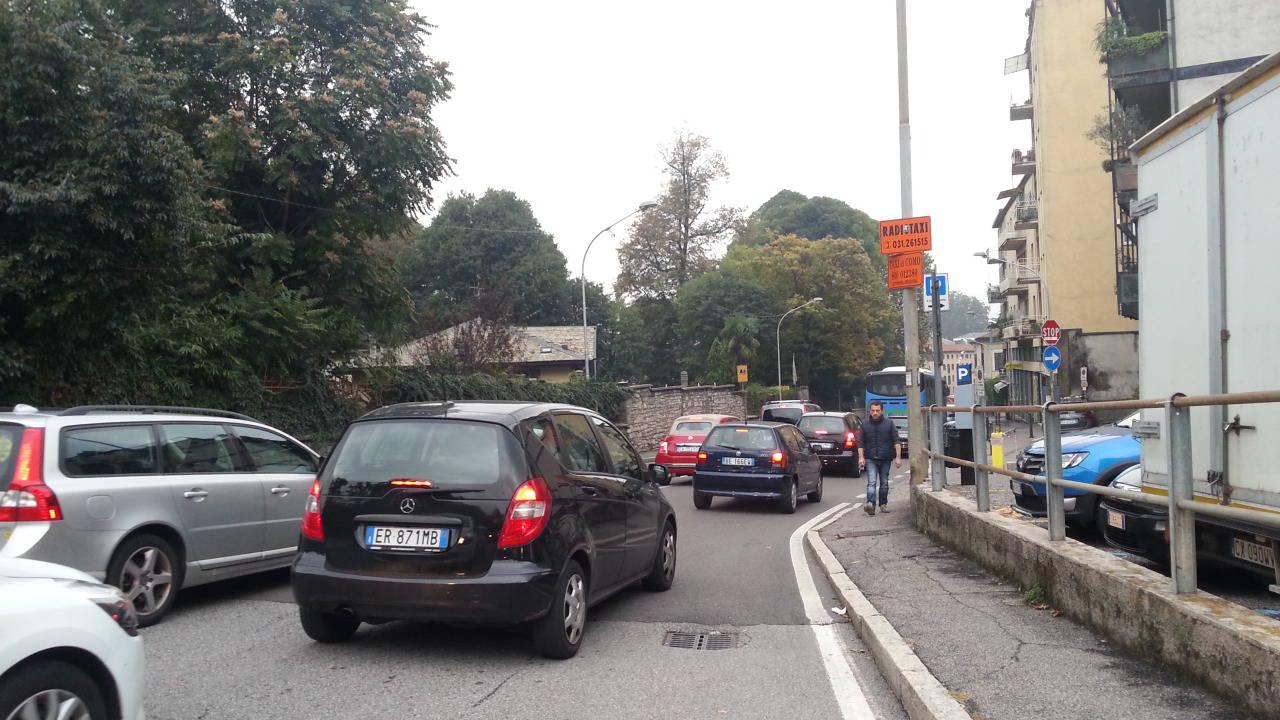 via bixio e via bellinzona traffico e caos