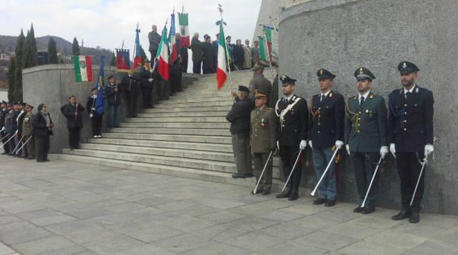 4 novembre a como, il ricordo delle vittime al Monumento ai caduti