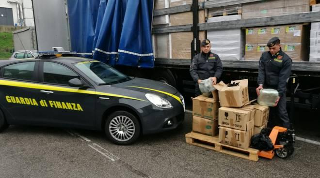 albanesi arrestati spaccio droga cantù finanza