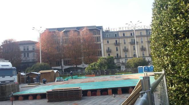 costruzione pista ghiaccio piazza cavour como