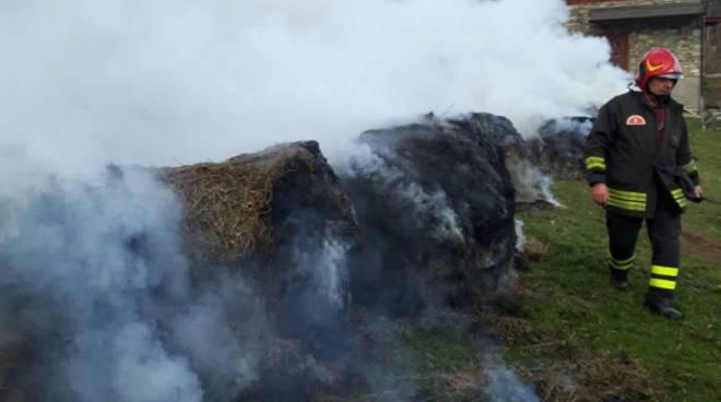 Garzeno, incendio distrugge una stalla