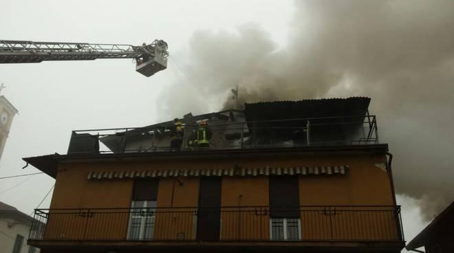 incendio appartamento socco di fino mornasco
