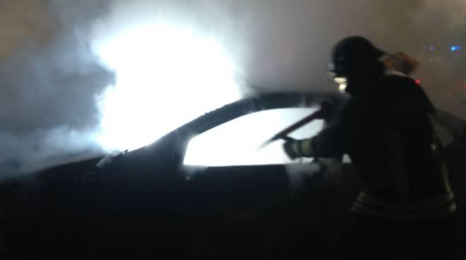 incendio doloso auto monte olimpino notte
