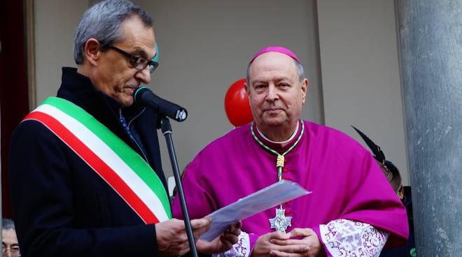 oscar cantoni a como saluto a vescovo