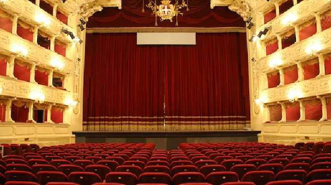 rubriche un mese a teatro