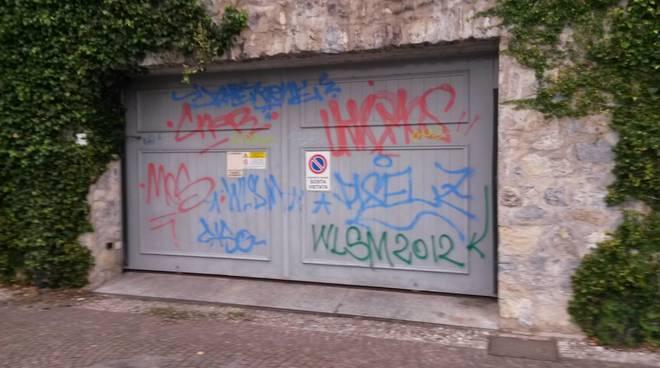 vandali a villa geno a Como: prima ed ora