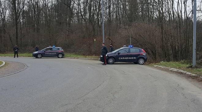 controllo dei carabinieri posto di blocco strada