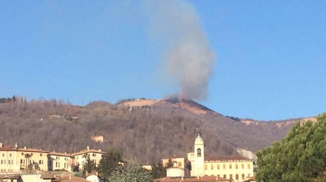 In fiamme i boschi di Garzeno e del Bolettone