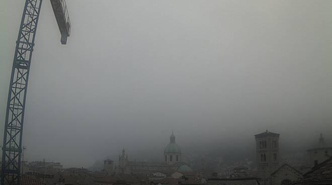 nebbia nel comasco e brunate
