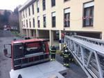 pensionata soccorsa a tavernola da pompieri con barella ed autogru