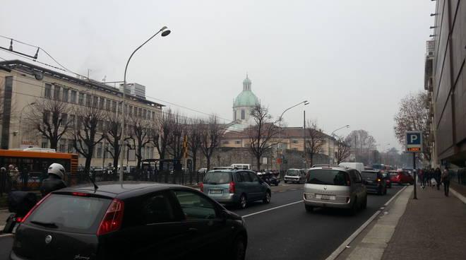 smog a como, aria inquinata