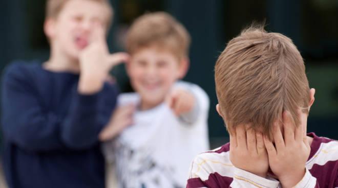 bullismo a scuola contro compagno minorenne