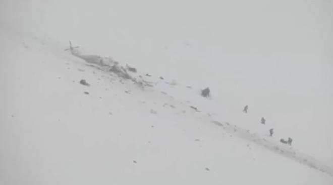 elicottero caduto su neve abruzzo campo felice
