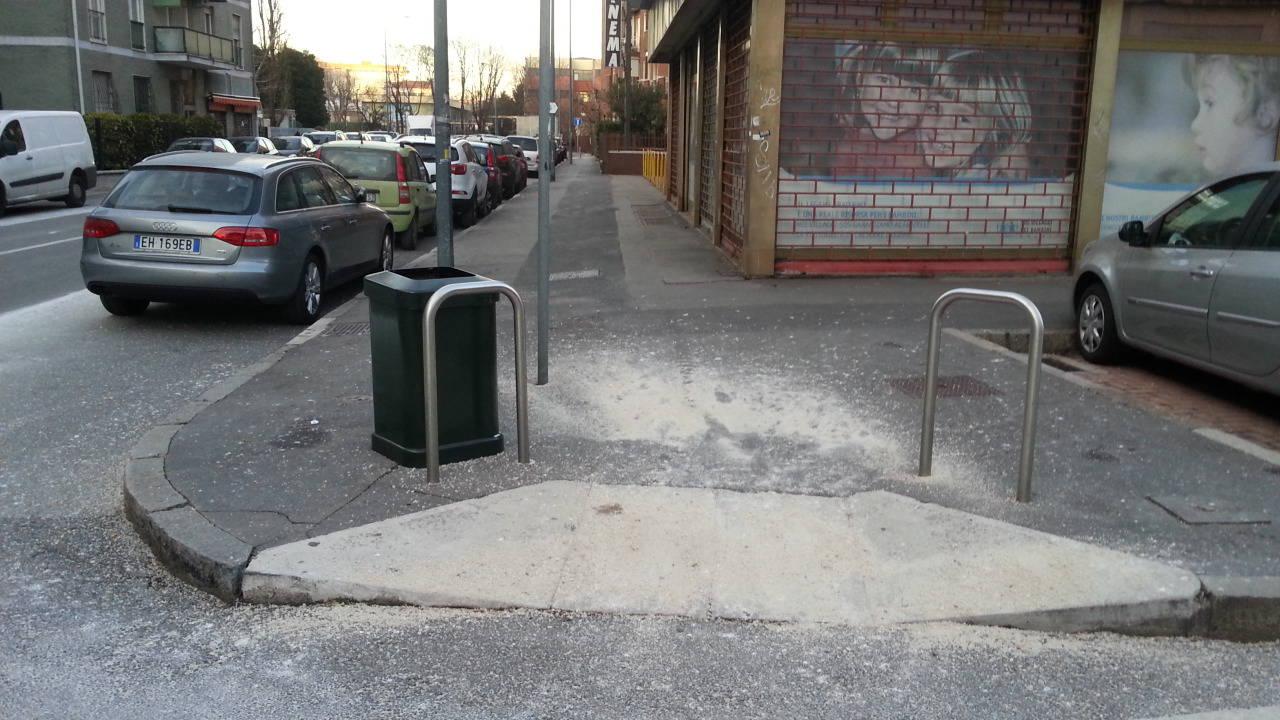 ghiaccio e sale sulle strade di Milano: a Como non è così