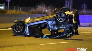 incidente stradale seregno, auto ribaltata