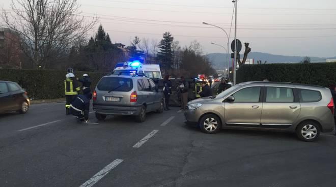 incidente via cecilio rebbio auto ribaltata soccorsi