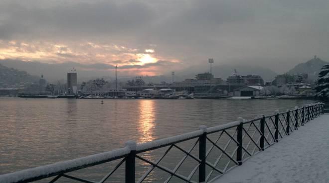 neve a villa olmo e sulla passeggiata