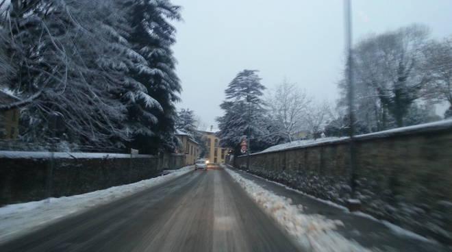 neve sulle strade di como