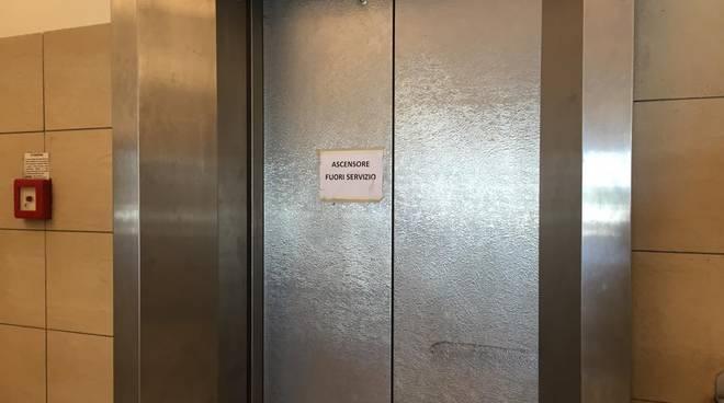 ascensore fuori servizio ex sant'anna
