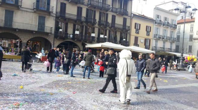 Carnevale, la festa dei bambini in piazza Duomo a Como