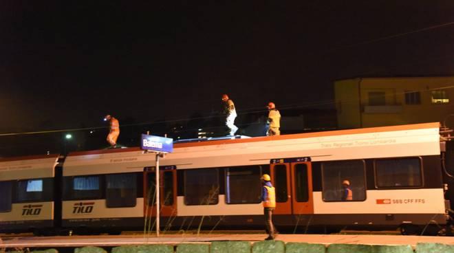 Folgorato sul tetto di un treno partito da Como: un giallo