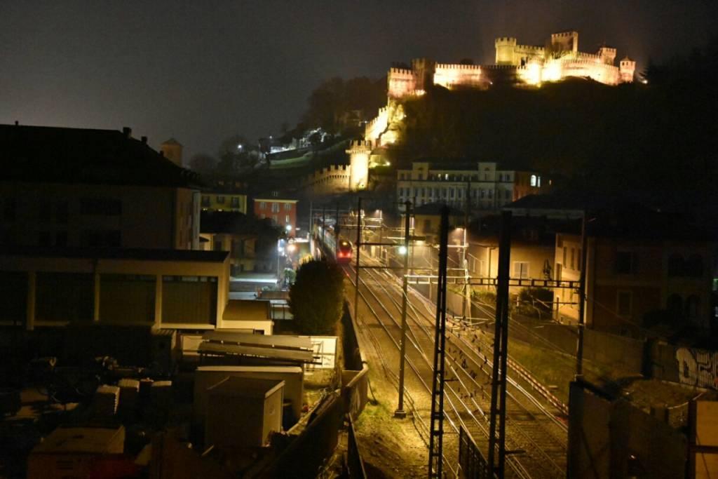 Giovane comasco muore a Bellinzona: travolto da un trenoi