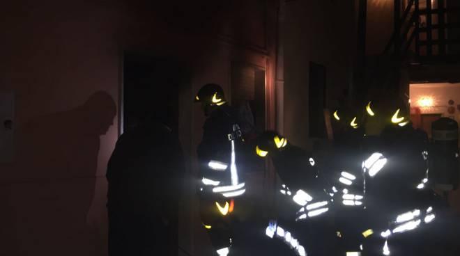 incendio appartamento guanzate vi castelli pompieri