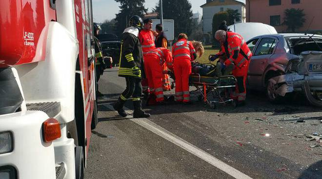 incidente auto camion cantù via papa giovanni 23esimo
