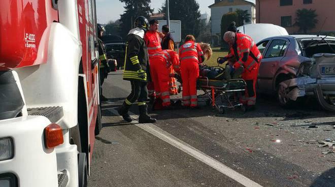 incidente auto camion cantù via papa giovanni 23esimo