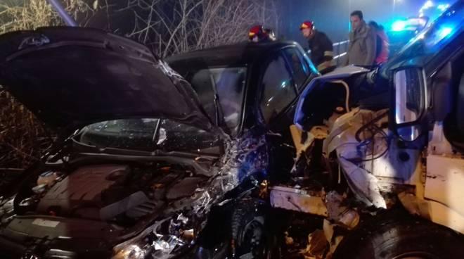 incidente frontale senna comasco auto furgone