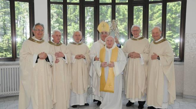 lorenzo bataloni con preti in seminario