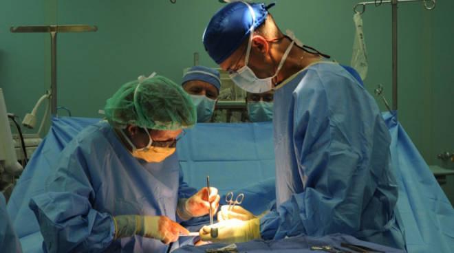 prelievo organi sala operatoria chirurghi