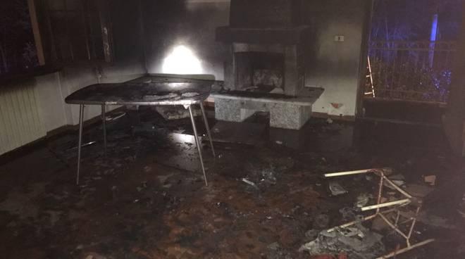 Incendi e paura nella notte a Castiglione e Carlazzo