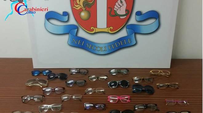 occhiali ritrovati dai carabinieri menaggio