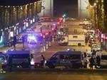 attacco terroristi a parigi spari contro polizia
