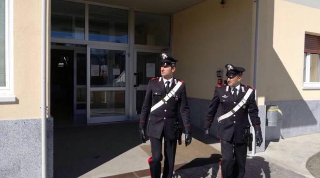 carabinieri a scuola generica