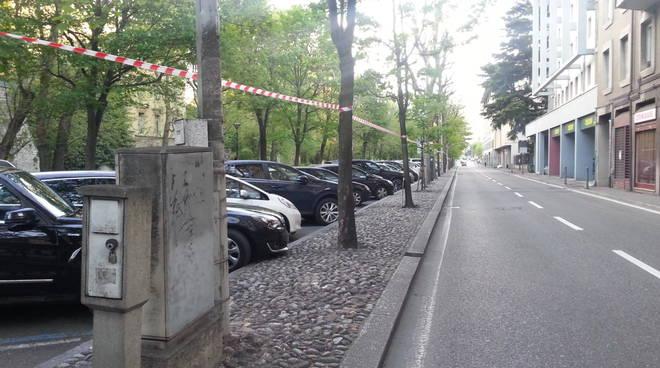 cartelli divieto viale varese a como per fiera di pasqua