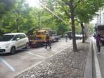 Dimenticano le auto in viale Varese a Como, via alle rimozioni