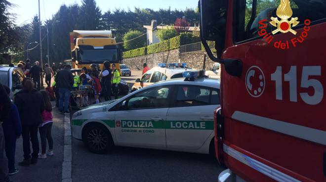 incidente auto camion via varesina rebbio