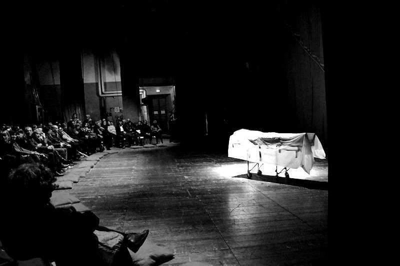 Lo strano caso della donna che morì due volte teatro sociale