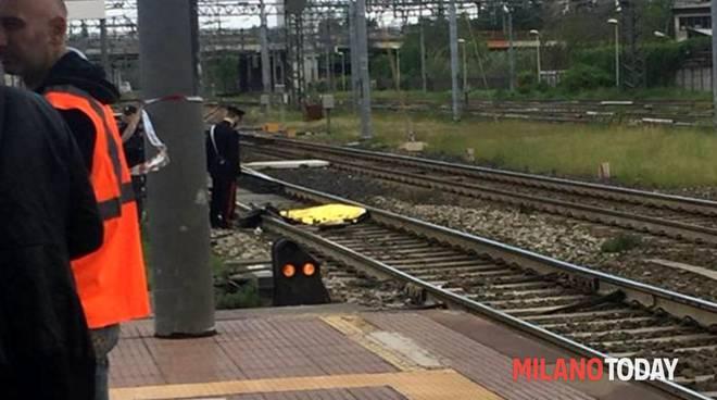 morto sui binari treno cucciago