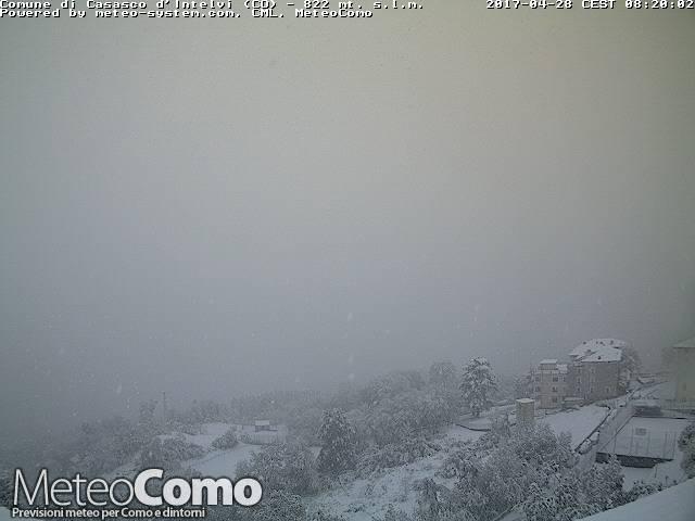 Neve nel comasco il 28 aprile: ecco le foto