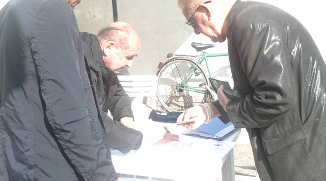 raccolta firme per rotatoria piazza san rocco acus como
