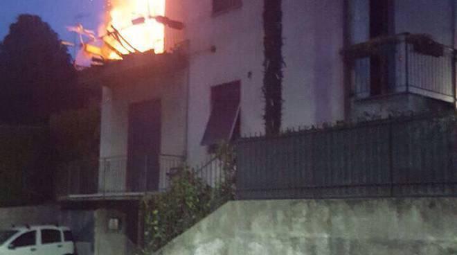 San Fermo, incendio all'alba nell'appartamento di via RIgamonti