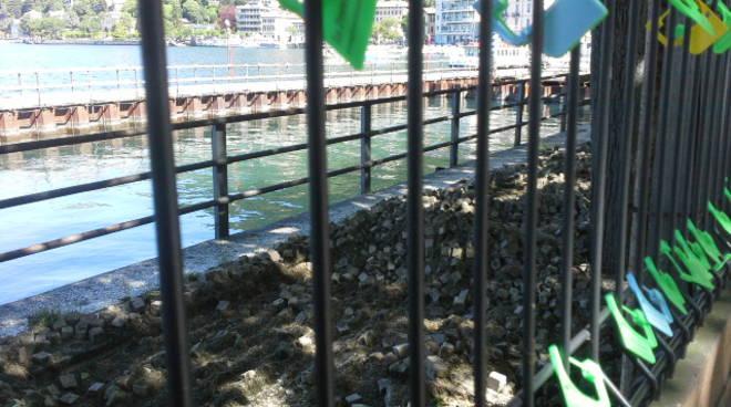 Si sistema il porfido sconnesso sul lungolago di Como